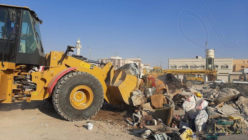 في الأحساء … رفع 79 ألف متر مكعب مخالفات إنشائية و297 مركبة تالفة