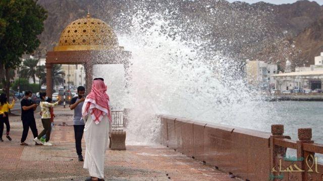 السفارة في عُمان تكشف حقيقة وجود إصابات للسعوديين جراء إعصار شاهين