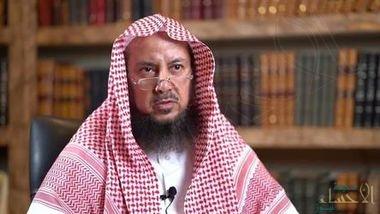 """الشيخ """"السليمان"""" يوضّح حكم من ينادي والده باسمه أو بالشايب وأمه بالعجوز (فيديو)"""