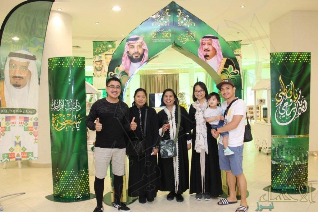 """بحضور أكثر من 40 جنسية و700 زائر … """"جمعية أصدقاء السعودية"""" تحتفي بيوم الوطن الـ""""91″ (صور)"""