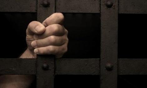 السجن 4 سنوات لمواطن تظاهر 5 مرات لمناصرة إرهابي بالقطيف