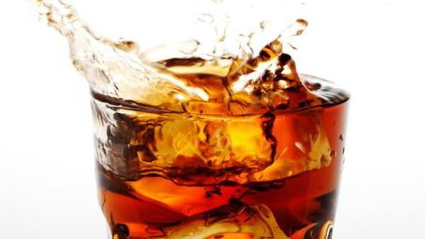 استشاري أمراض قلب يحذر من تناول المشروبات الغازية ويوضح خطورتها