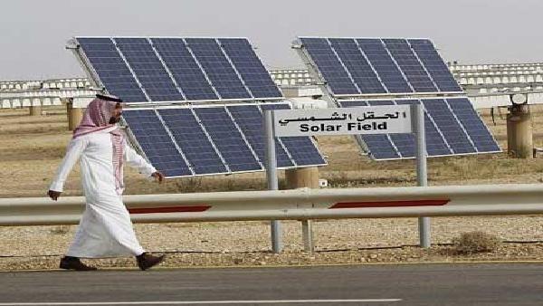 السعودية تبني أول محطة شمسية توفر 900 مليون ريال