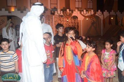 مسرح  القرية  الهجرية يحظى بحضور كثيف في يومه السابع والعشرون بمهرجان واحة الخير ( فرحة حسانا ) .