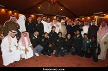 الشيخ عبدالمنعم بن راشد الراشد يزور نادي هجر ويقدم مكافئات للاعبين.
