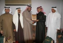 مدرسة عمار بن ياسر تكرم وكيلها السابق محمد العمير .