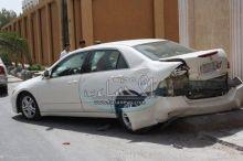 مفحط متهور يصيب سيارة متوقفة بأضرار كبيرة ويفر هارباً بحي الفيصلية بالهفوف .
