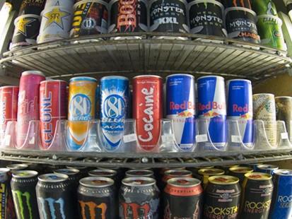 4 أطعمة تغنيك عن مشروبات الطاقة